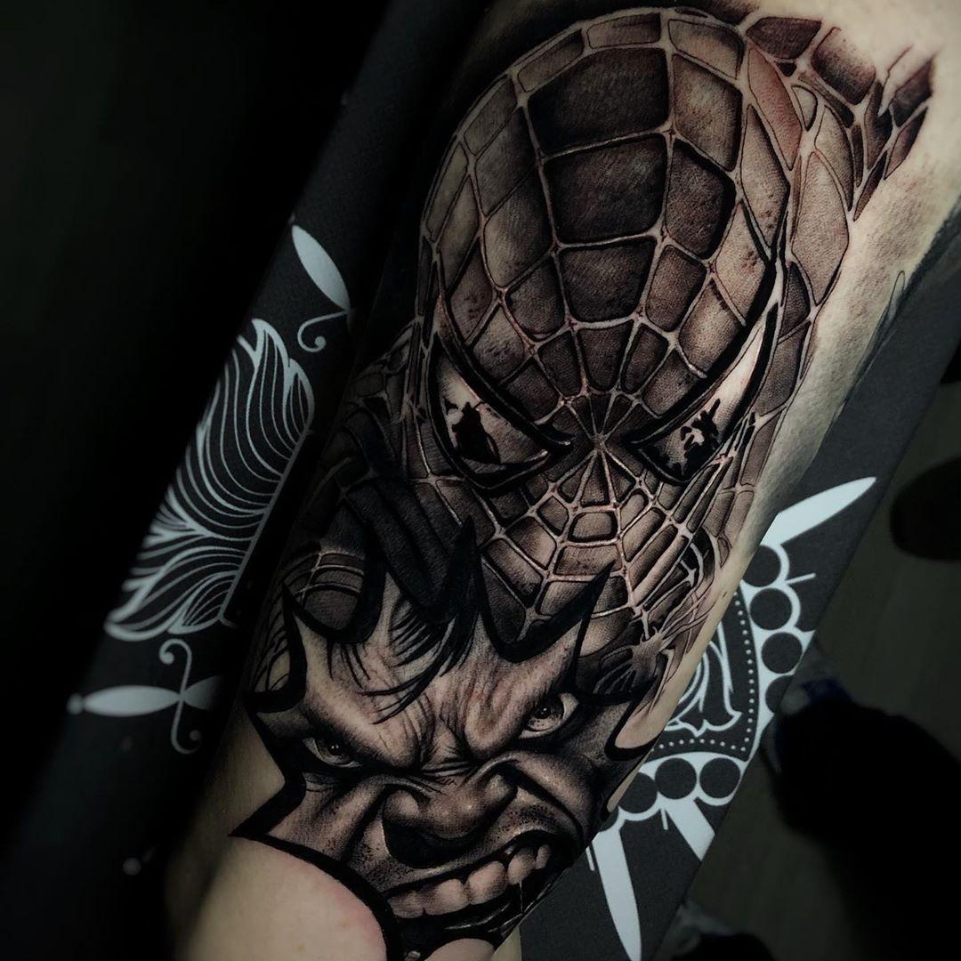 Татуировка Человека Паука и Халка на Руке