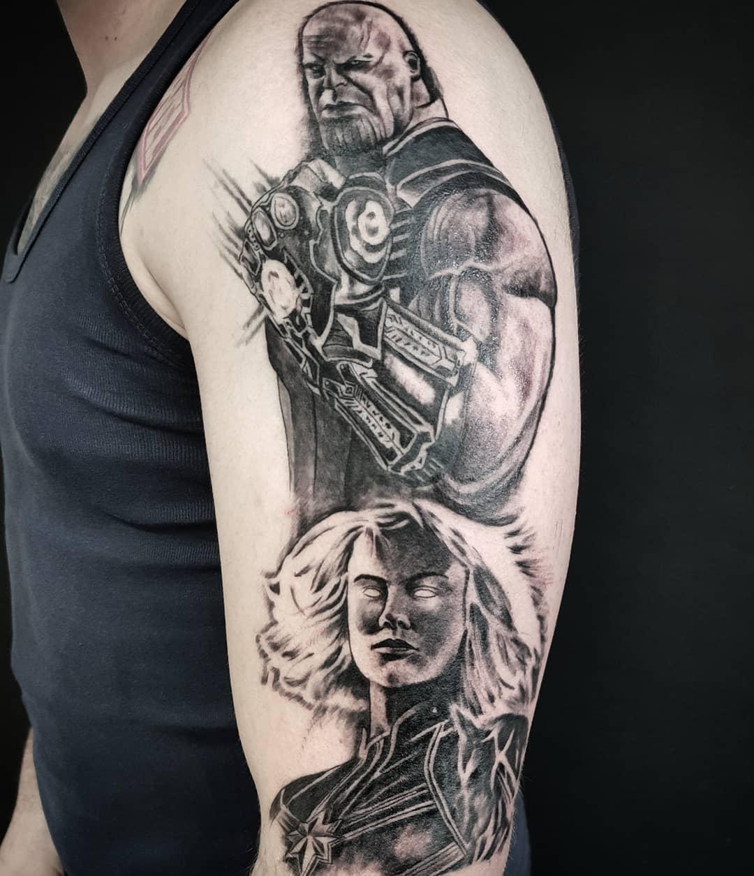 Танос с Перчаткой и Капитан Марвел