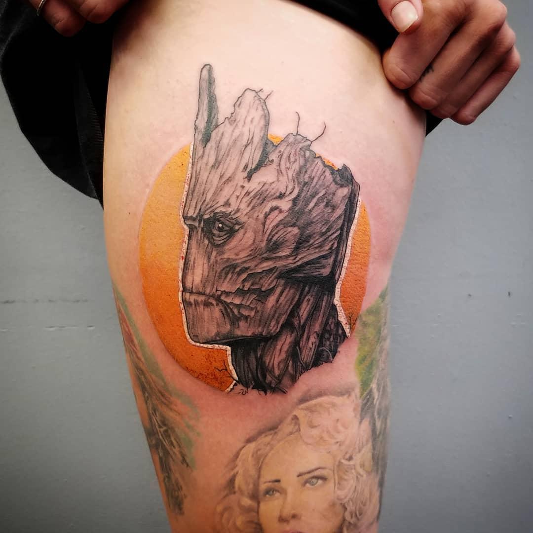 Татуировка Взрослого Грута на Бедре
