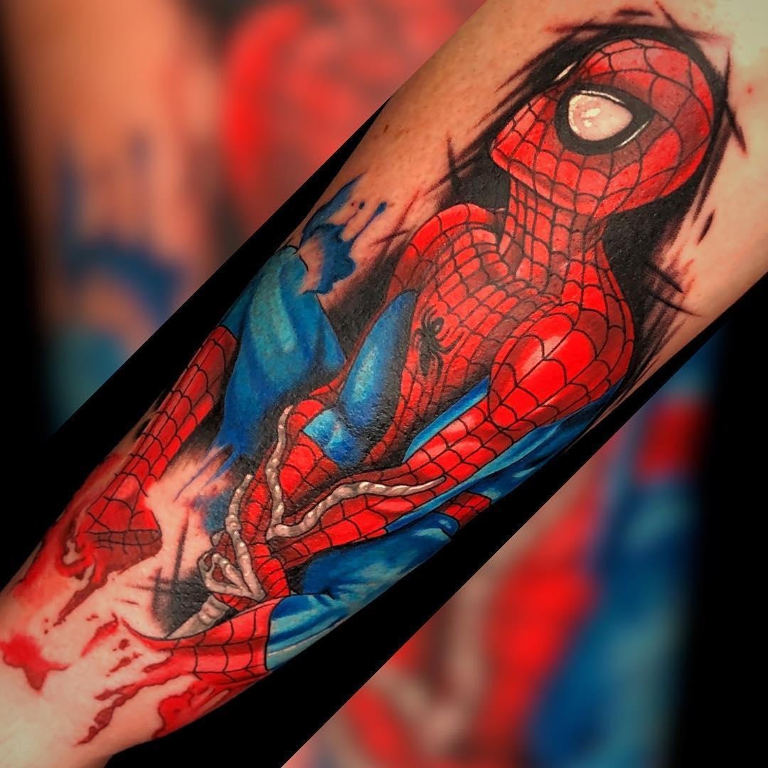 Яркая Татуировка Человека Паука на Паутине