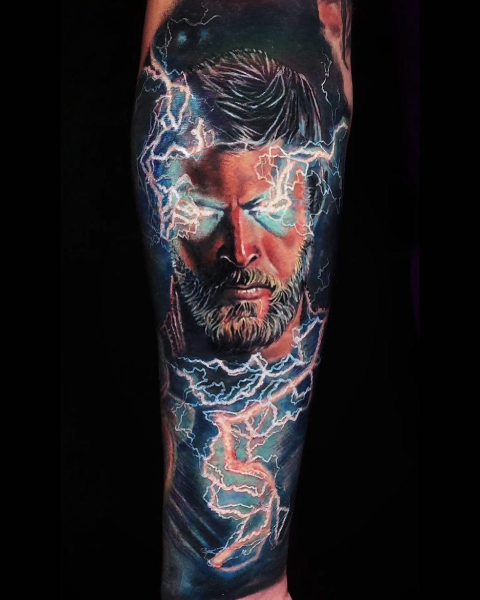 Татуировка на Руке Тор и Молнии