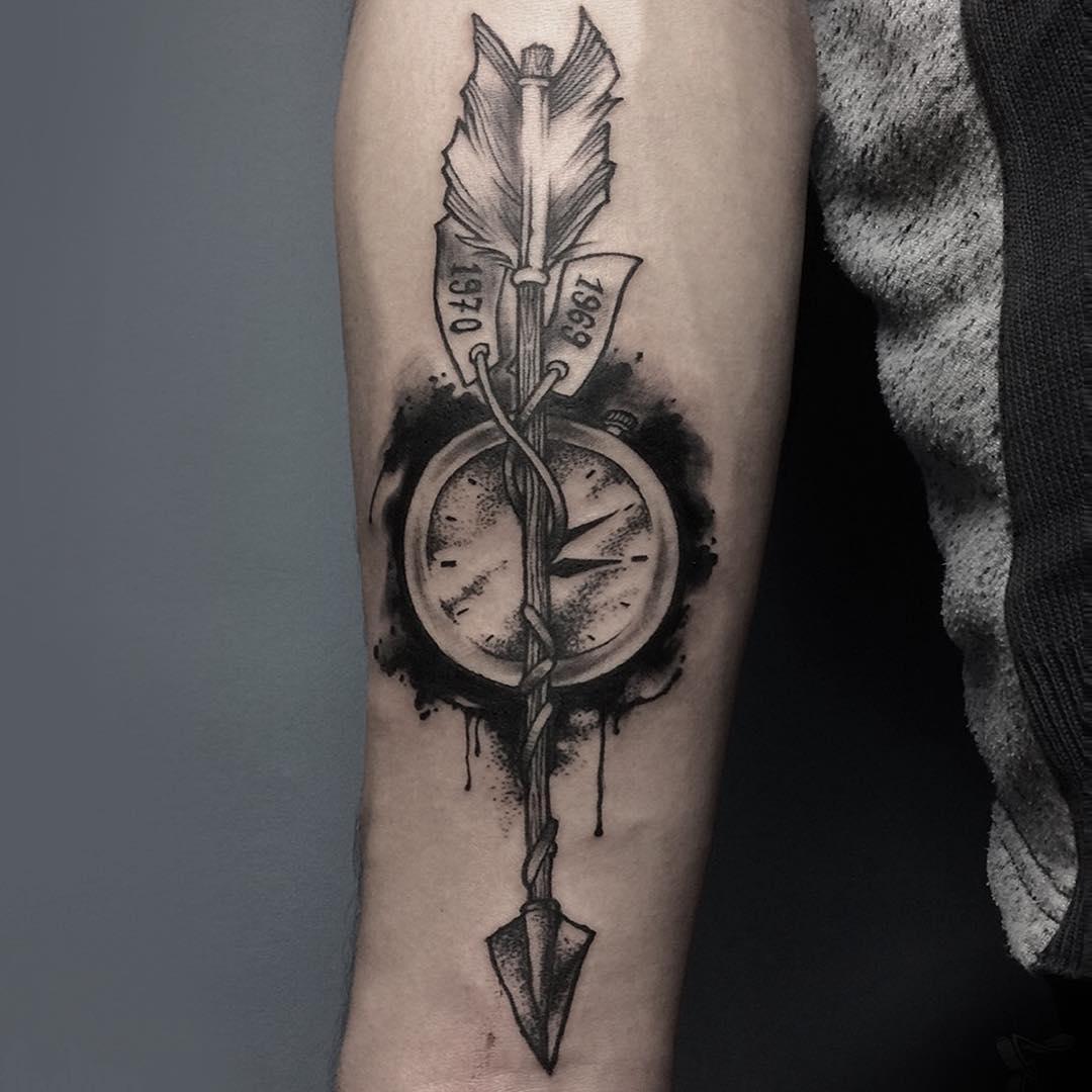 Татуировка Часы и Стрела с Датами
