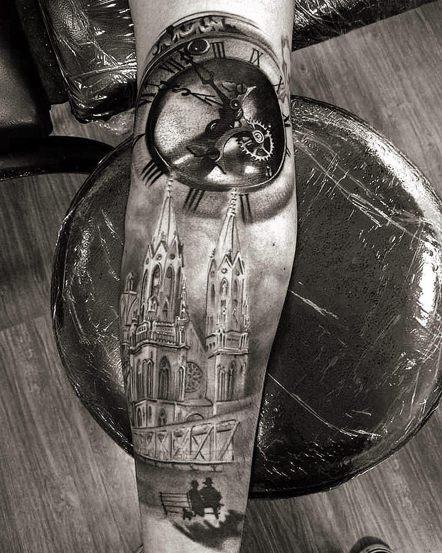 Татуировка Церковь и Часы