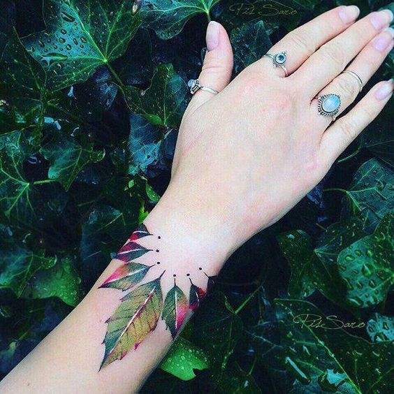 Браслет из Листьев на Руке для Женщин