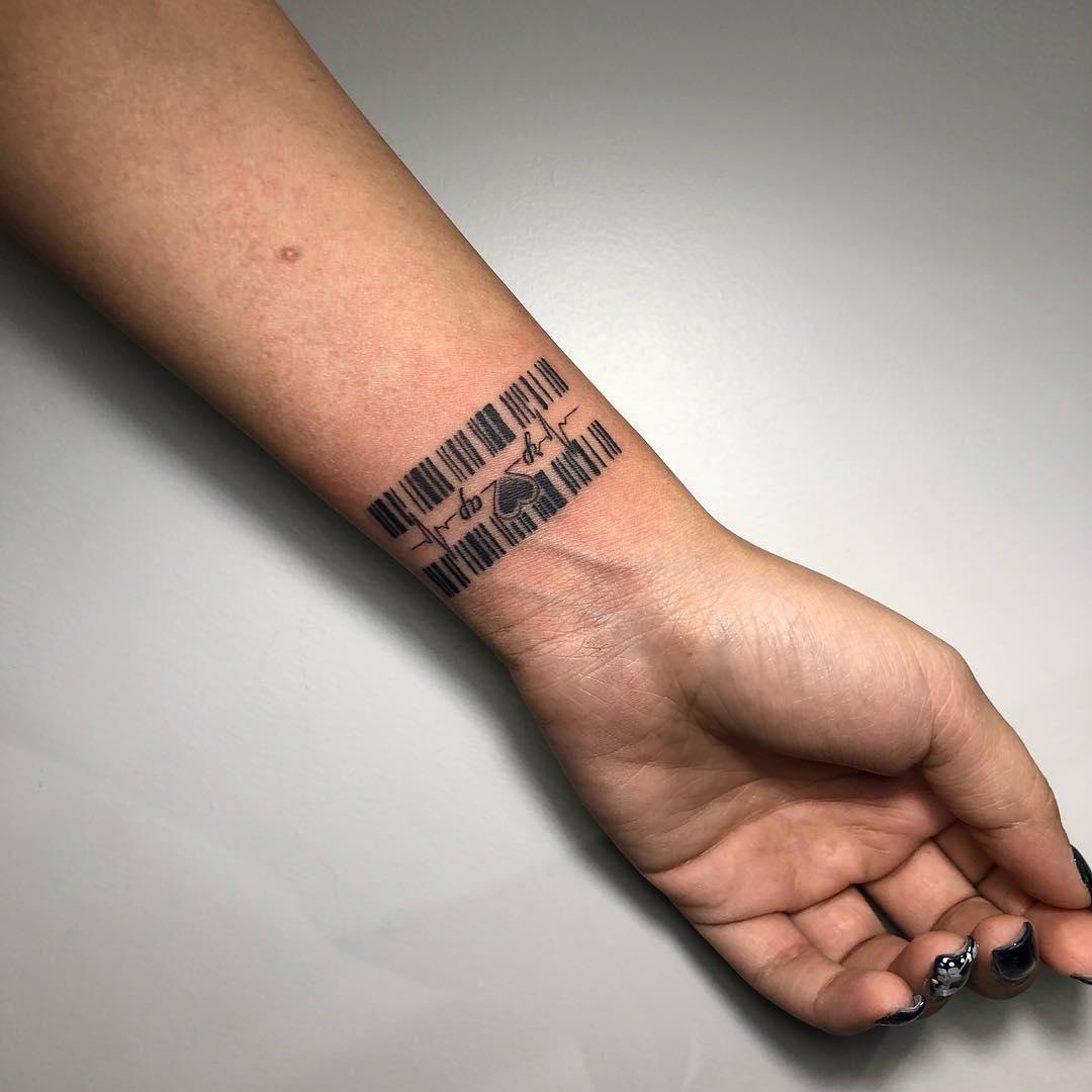 Интересная Татуировка Штрих Код и Кардиограмма