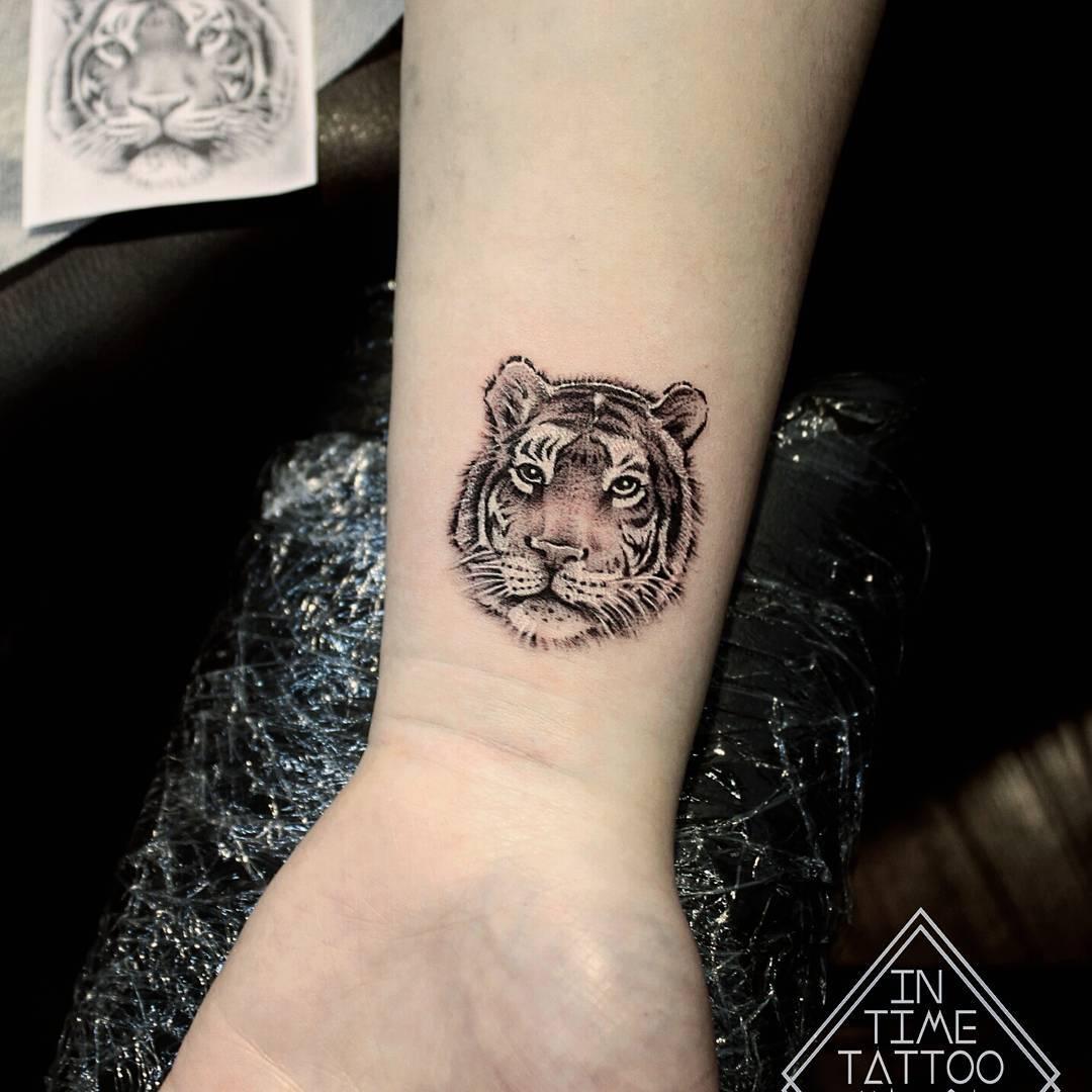 Морда Тигра на Руке