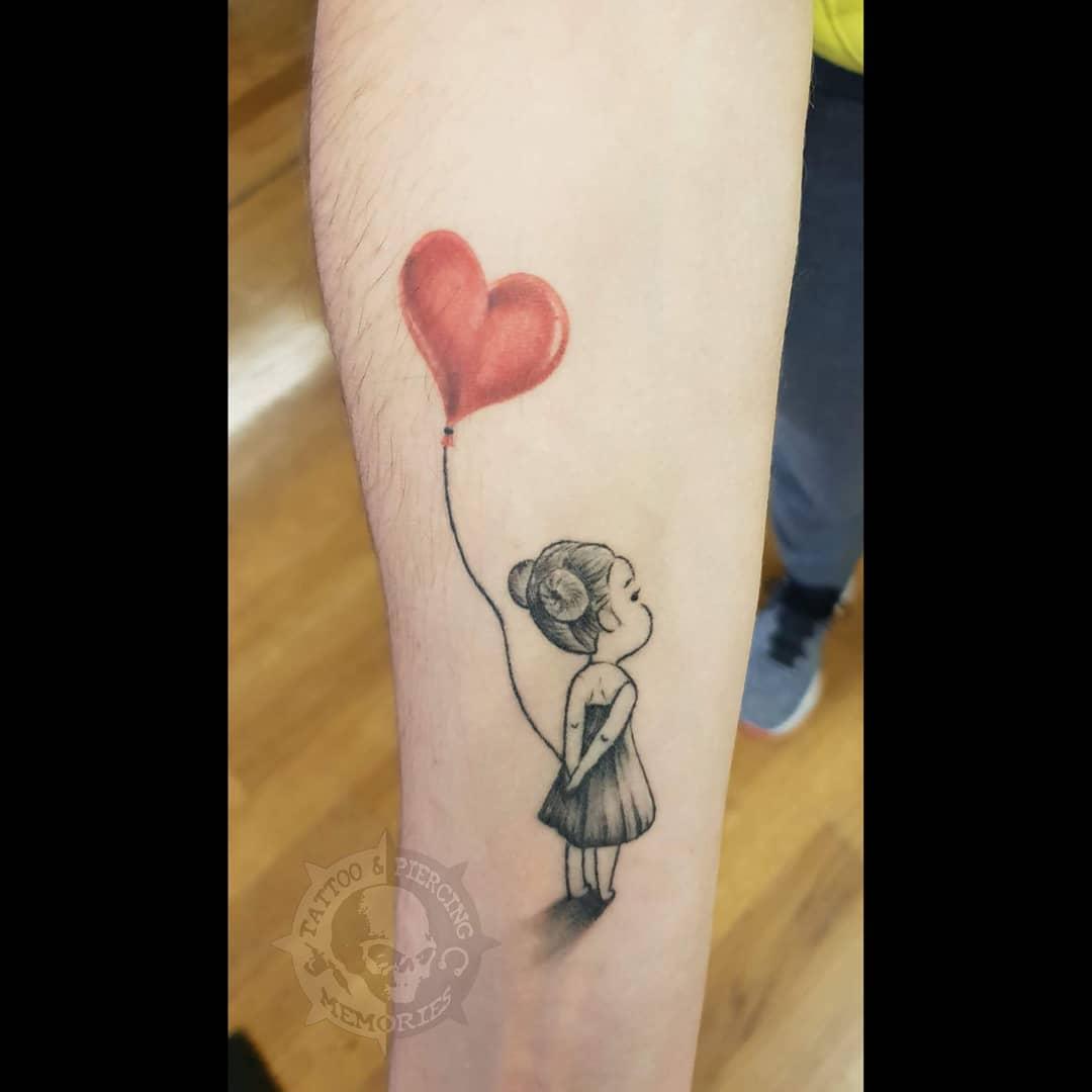 Татуировка Девочка с Воздушным Шаром в Форме Сердца