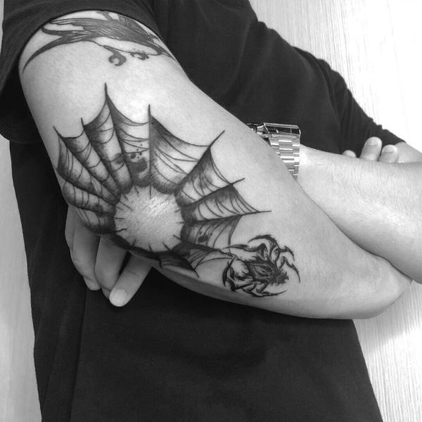 Красивая Татуировка Паук на Локте