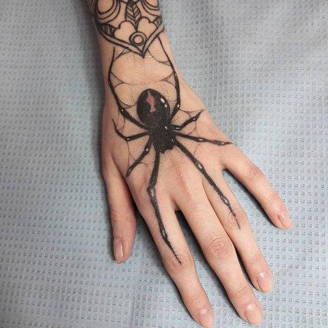 Что означает татуировка паука для мужчин? Тату паук, значение для девушек