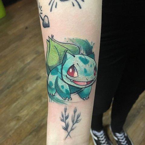 Игровая тату покемон на руке