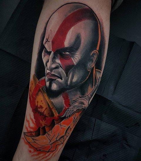 Игровая тату Кратос God of War на ноге