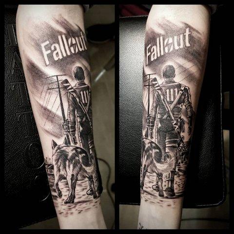 Игровая тату Fallout на руке