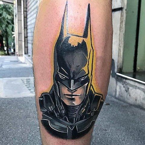 Игровая тату Бетмен на ноге