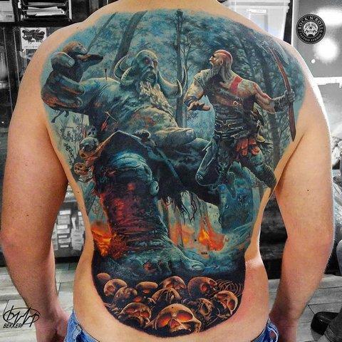 Игровая тату God of war на спине