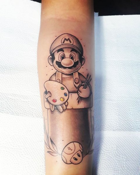 Игровая тату Марио на руке