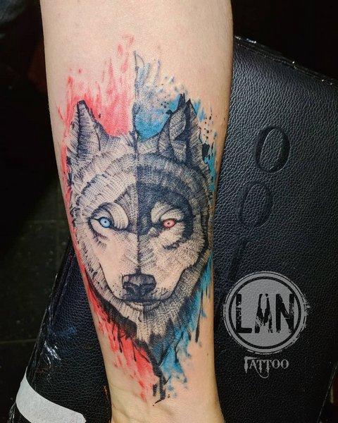 Мужская тату волк на руке