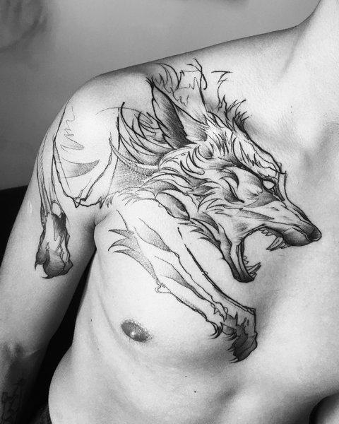 Мужская тату волк с открытым ртом на груди