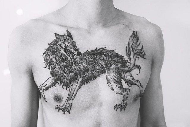 Мужская тату волк на груди