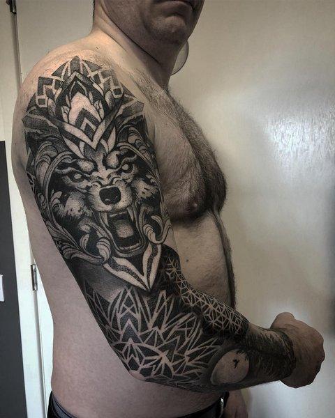 Мужская тату волк рукав