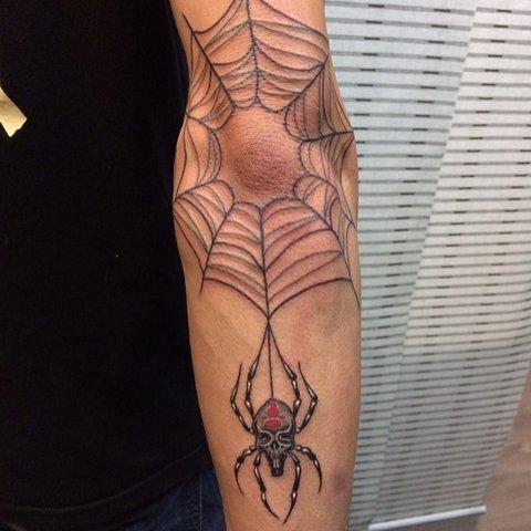 Тату паутина на локте с пауком