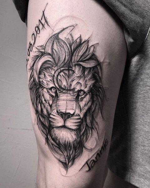Тату льва на ноге