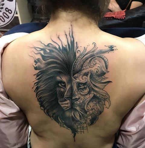 Женская татуировка льва на спине