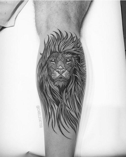 Татуировка льва на предплечье