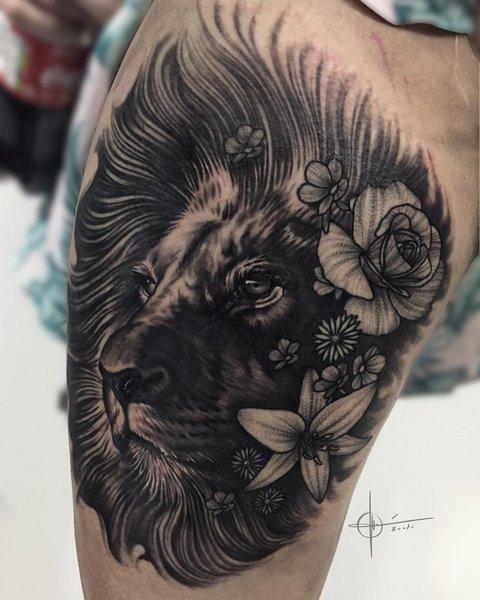 Татуировка лвьа с цветами