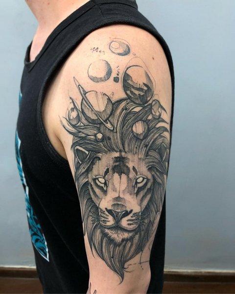 Интересная тату лев