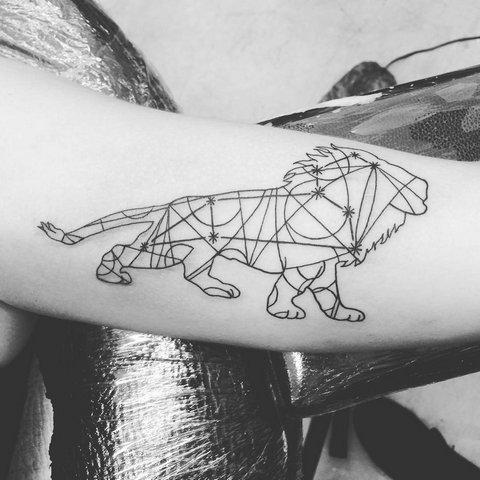 Тату созвездие льва