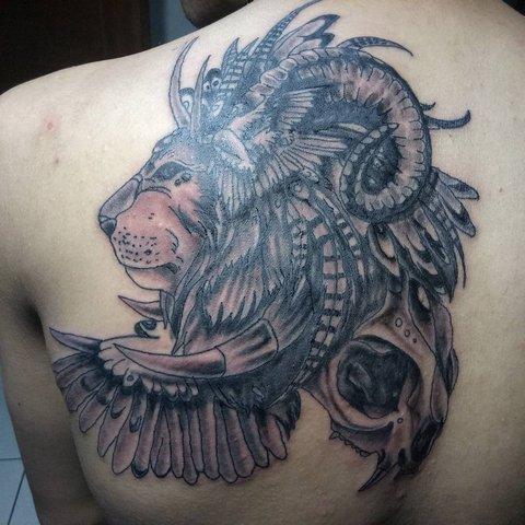 Татуировка льва с крильями