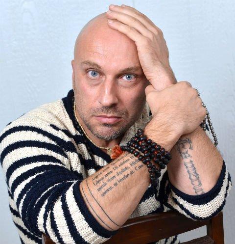 Тату Дмитрия Нагиева надпись на руке