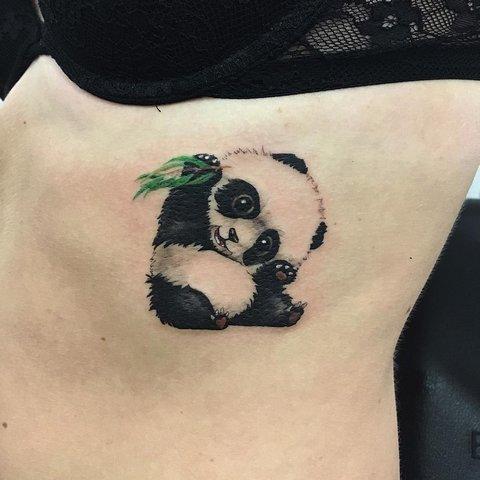 Маленькая милая панда
