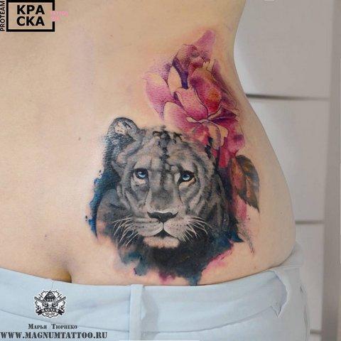 Пантера с цветком на пояснице