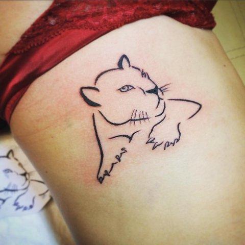 Легкая татуировка пантеры