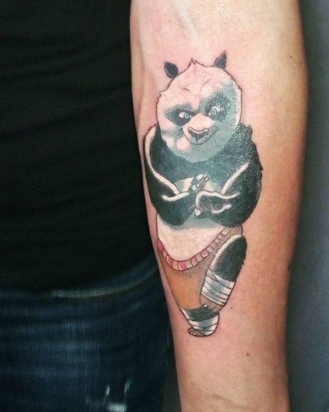 Татуировка панды кунгфу