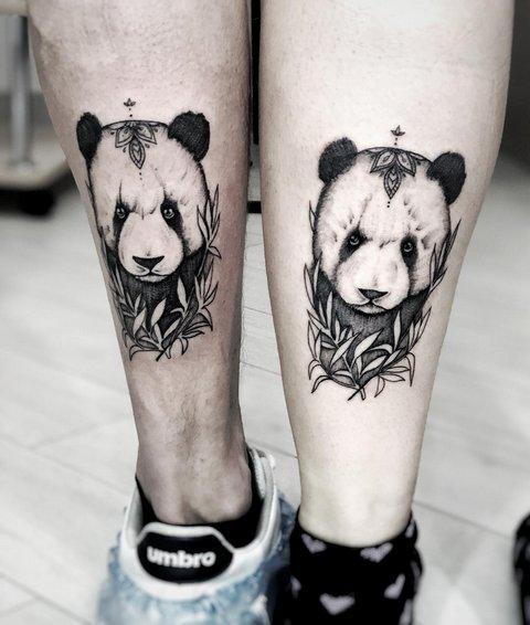 Совмесная тату панды в листьях