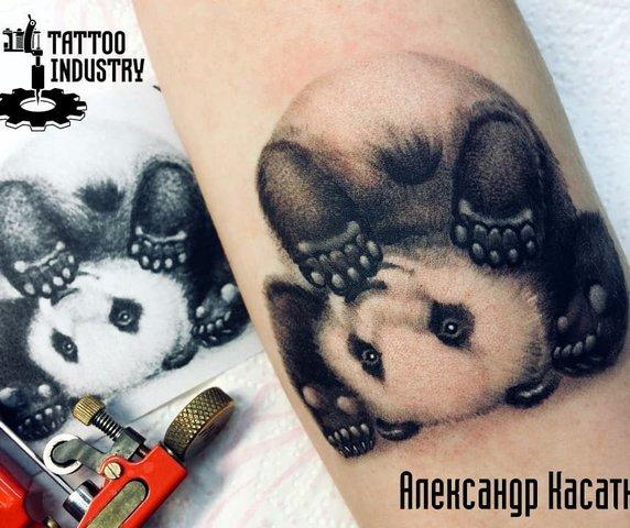 Рисунок панды вверх ногами