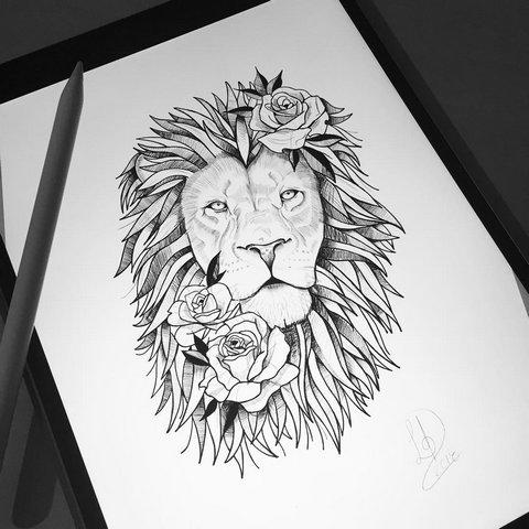 Татуировка льва с розами