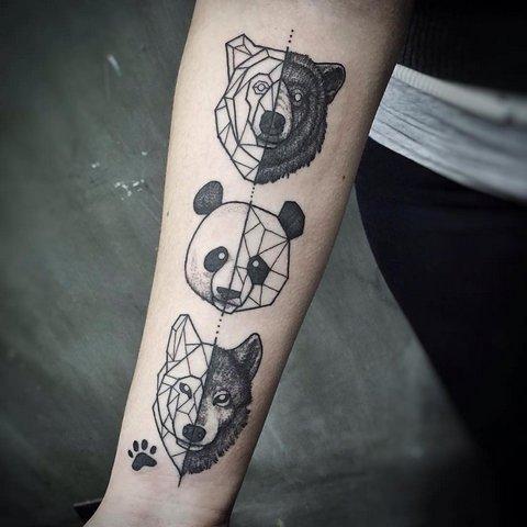 Татуировка животных в стиле геометрия на руке
