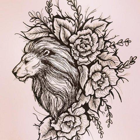 Лев с большой гривой и цветами