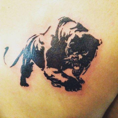 Простая тату пантеры с открытой пастью