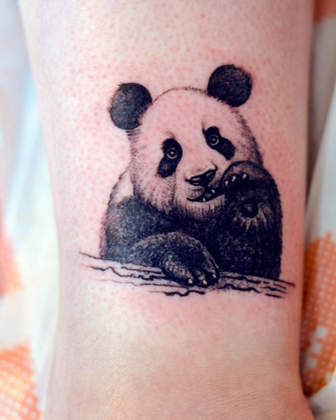 Крутая татуировка панды