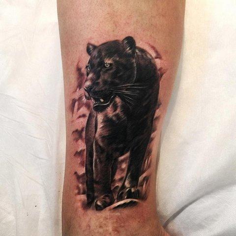 Реалистичная татуировка пантеры