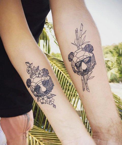 Две татуировки панды в стиле геометрия