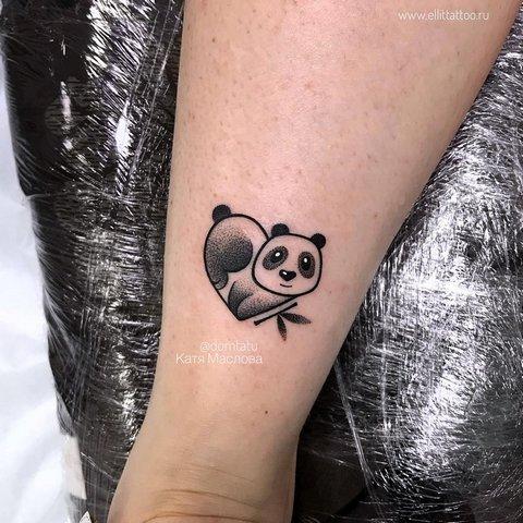 Милая панда в форме сердца