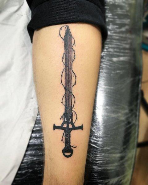 Татуировка Темного Меча с Лианами