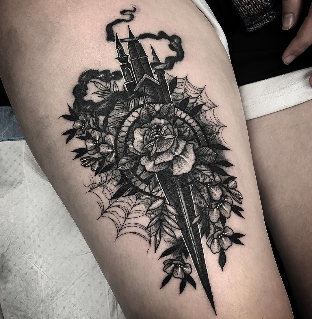 Сказочная Татуировка с Кинжалом и Цветами