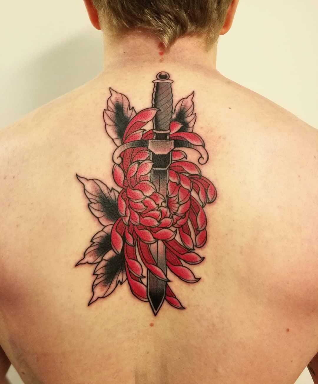 Кинжал и Большой Красный Цветок