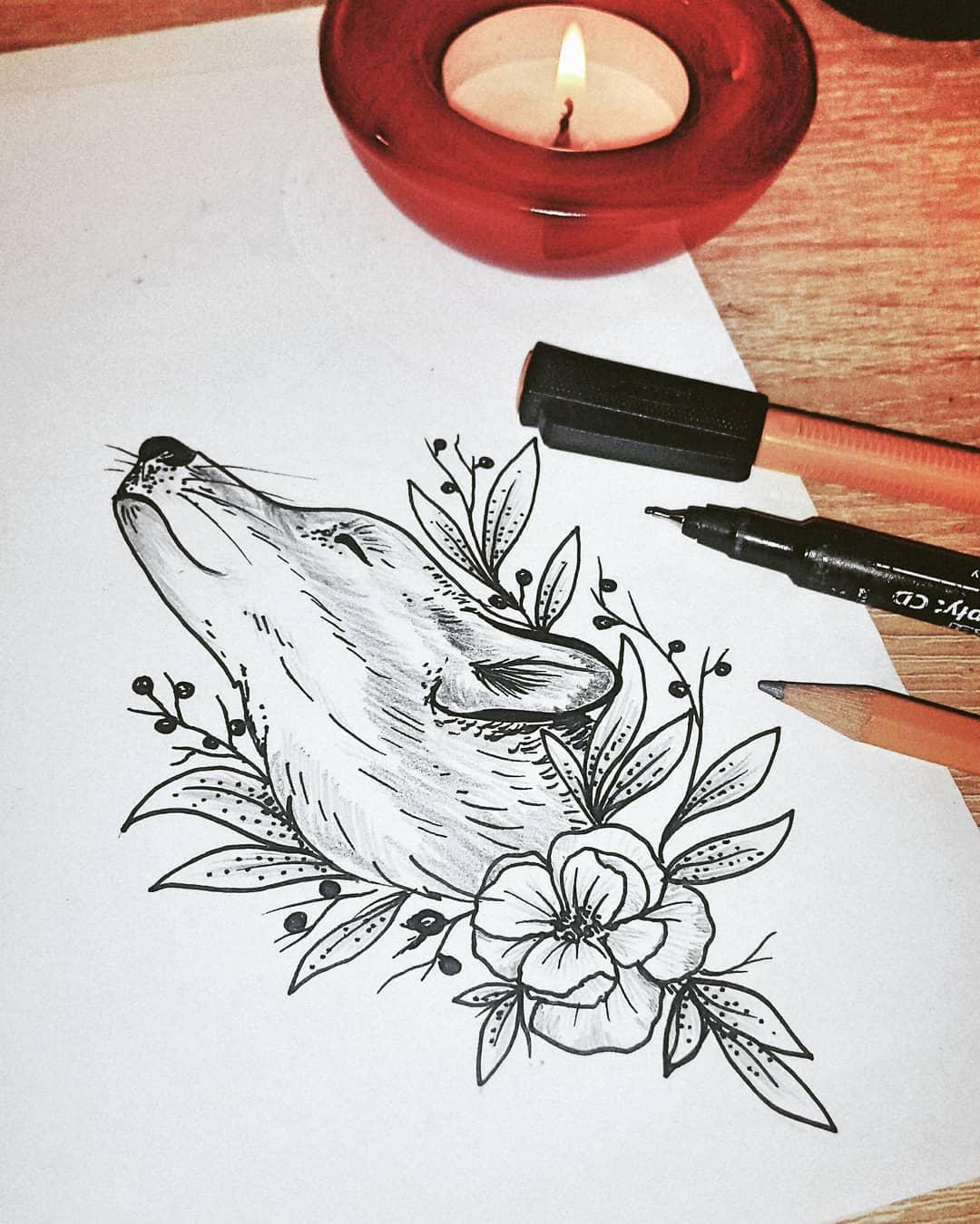 Довольная Лиса с Цветами